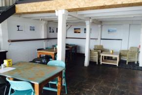 Castelldefels > Reforma d'un local convertit en una escola de surf y restaurant